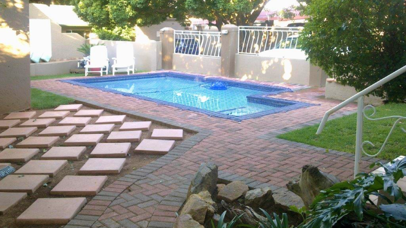African Sky - Secluded Swimming pool at our BnB in Krugersdorp