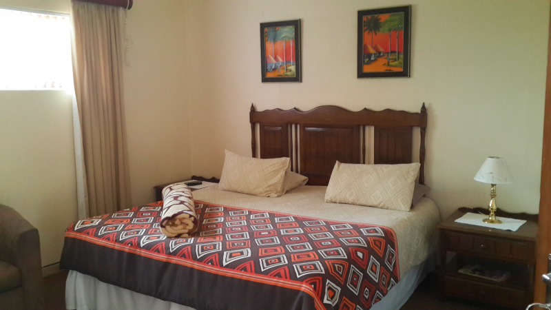 African Sky – Spacious Bedroom with Double Bed